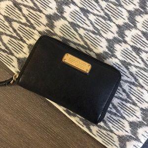 Marc by Marc Jacobs Zip-around Wallet Wristlet